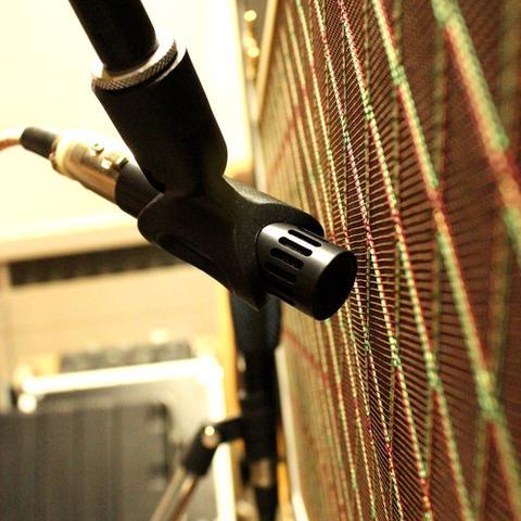 Gitarrenaufnahme im Tonstudio